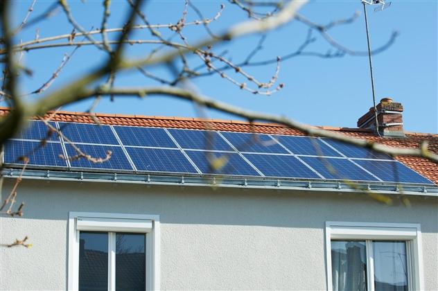 Photovoltaique et couverture tuiles réalisé par ABG Climatique.49300 CHOLET